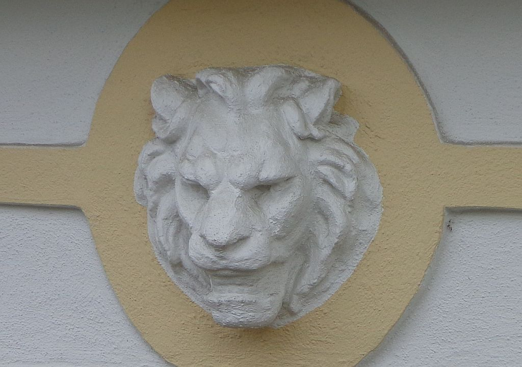 lions-head-ornament-restoratie